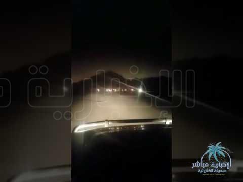 شاهد بالفيديو .. مركبة تدهس 3 أشخاص أثناء جلسة عائلة برية