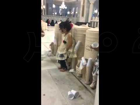 """بالفيديو .. الأمير متعب يلتقط """"سيلفي"""" مع عدد من جنود الحرس الوطني"""
