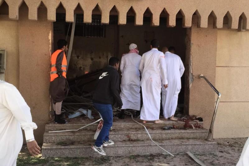 وزير خارجية البحرين يدين الهجوم الإرهابي على مسجد محاسن في #المبرز