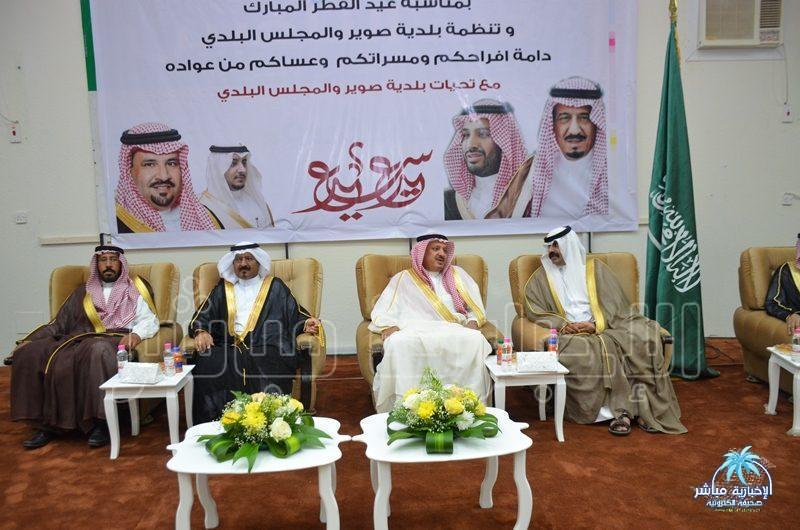 أمانة الرياض تعايد سكان الأحياء وتشاركهم توزيع الهدايا والحلوى