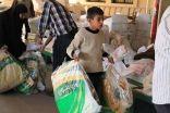 """بالصور .. توزع """" 8500 """" قطعة شتوية على اللاجئين السوريين في لبنان"""