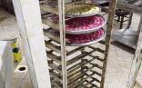 بالصور .. أمانة الاحساء تُغلق ( معمل حلويات ) يُمارس نشاطه في مزرعة