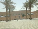 """""""مظلات إنتظار طالبات جامعة الملك فيصل """".. هدر للمال والفائدة معدومة"""