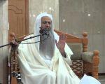 إمام مسجد بخميس مشيط يتم الختمة الأولى من القرآن الكريم