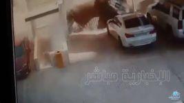 بالفيديو : العناية الإلهية تنقذ عاملًا من موت محقق بانهيار الخبر