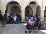 بالفيديو والصور .. تأدية صلاة الجمعه لأول مرة في #مسجد_العقير_التاريخي بعد ترميمه