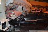 بالصور .. مواطن ينجو من الموت أثر إرتطام مركبته بصهريج مياه