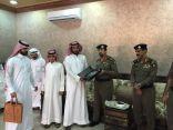شرطة محافظة بقيق تكرم احد متقاعديها