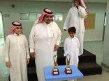 مدرسة الأمير سعود بن جلوي بالأحساء تكرم طلابها