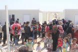 الحملة الوطنية السعودية لنصرة الاشقاء في سوريا توزع التمور في الزعتري