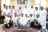 طلاب شعبة كلية الآدابِ بجامعة الملك فيصل ينظفون مسجدِ الجامعة ومحيطِ مبنى الإدارة