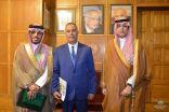 """جامعة الدول العربية تكرم السعودي """"النازح """"بالشاب النموذج"""