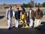 بالصور .. ثانوية الرياض بالأحساء توزع حقائب شتوية تستهدف العمالة
